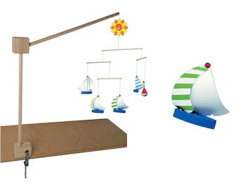 Mobilehalter Holz - 100 % Naturprodukt - mit fröhlichem Mobile SEGELSCHIFFE