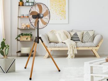 Standventilator im Holzdesign mit Schwenkfunktion und einstellbarer Höhe Ø 45 cm